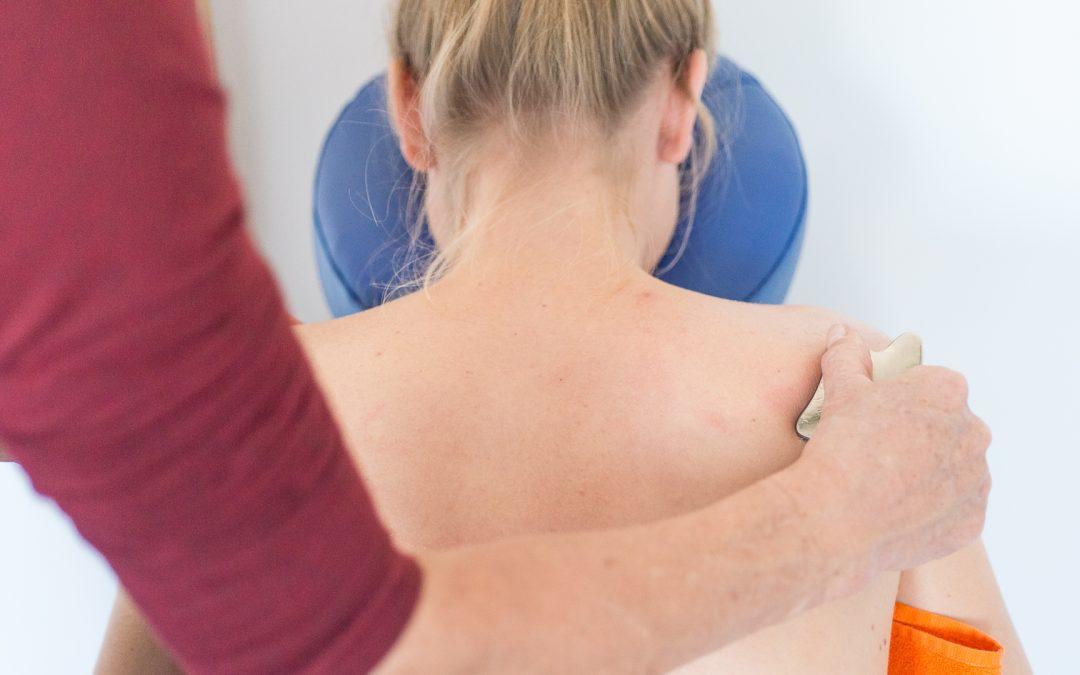 Last van een frozen shoulder? Met Guasha therapie help ik jou er vanaf!